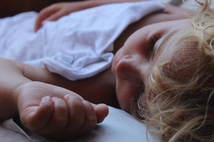 niño durmiento sueño psicologia