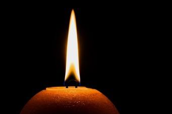 llama vela encendida oscuridad recuerdo